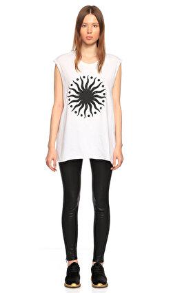 E.Vil Baskı Desen Kolsuz Arkası Delikli Beyaz T-Shirt